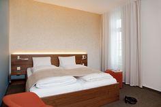 0006_Foto2 - Gästezimmer - Hotel Engel: Wädenswil - Raum-, Farb- und Lichtkonzept, Individualanfertigungen - d sein werke