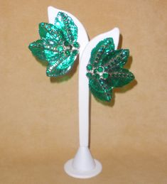 Totally Over the Top Emerald Green Glass Palm Leaf Clip Earrings by Vendome #Vendome #Clip