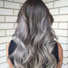 How To Color Your Hair Grey/Silver The Right Way Technique. Try it out! #silverhair #greyhaircolor #diygreyhaircolor #silverblondehair Color Your Hair, Hair Color Dark, Ombre Hair Color, Brown Hair Colors, Silver Grey Hair Dye, Silver Hair Highlights, Hair Caramel, Caramel Blond, Grey Balayage
