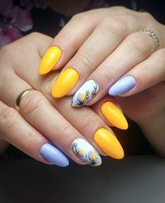 Summer nail designs must catch the eye. Get the latest nail trends for summer and try them out. Fingernail Designs, Cute Nail Art Designs, Short Nail Designs, Coral Nails, Short Square Nails, Spring Nail Colors, Square Acrylic Nails, Pretty Nail Art, Fancy Nails