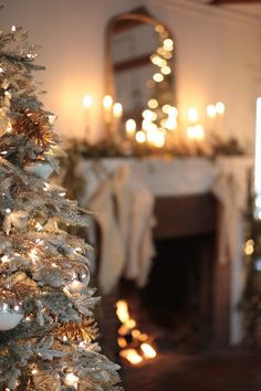 Holiday home-Living room Christmas tree - Decking the halls with a sprinkle of merry and bright in the living room. Christmas Time Is Here, Winter Christmas, All Things Christmas, Winter Holidays, Christmas Lights, Christmas Wreaths, Merry Christmas, Gold Christmas, French Country Cottage