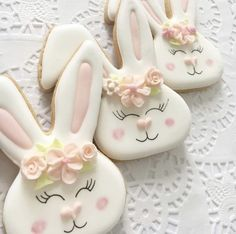 Celebrate Easter with the best Easter cookies. Here are the best Easter Sugar Cookies ideas. These Easter cookies decoration with royal icing are so cute. Easter Cupcakes, Easter Cookies, Holiday Cookies, Iced Cookies, Cute Cookies, Cupcake Cookies, Decorated Sugar Cookies, Easter Biscuits, Cookies Et Biscuits