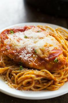 This recipe for Chicken Pizzaiola is a family favorite! Spaghetti noodles with pepperoni and cheese covered chicken. Great Recipes, Dinner Recipes, Favorite Recipes, Italian Dishes, Italian Recipes, Recipes From Heaven, Pasta Dishes, Carne, Main Dishes