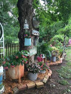 Beautiful Summer Garden Decor Ideas For Your Kids – Garten ideen Garden Junk, Garden Yard Ideas, Garden Cottage, Garden Crafts, Diy Garden Decor, Garden Projects, Garden Decorations, Garden Gates, Garden Ideas With Bricks