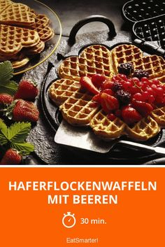 Haferflockenwaffeln mit Beeren - smarter - Zeit: 30 Min.   eatsmarter.de