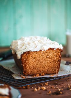 Honey loaf cake with cream cheese icing Sweet Recipes, Cake Recipes, Dessert Recipes, Baklava Recipe, Honey Bread, Desserts With Biscuits, Naked Cakes, Cream Cheese Icing, Bread And Pastries
