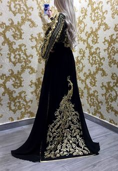 Romeo haute couture Moroccan Caftan, Oriental Fashion, Traditional Dresses, Girl Photos, Glamour, Formal Dresses, Style Inspiration, Womens Fashion, Clothes