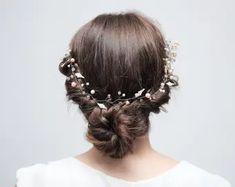 Wedding Flower Crowns and Bridal Headpieces от LisaUaShop на Etsy Bridal Hair Vine, Hair Comb Wedding, Crown Hairstyles, Wedding Hairstyles, Wedding Hair Pieces, Hair Jewelry, Bridal Headpieces, Flowers In Hair, Pearl Bridal