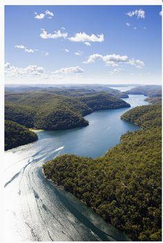 The waterways of Broken Bay and Ku-ring-gai Chase National Park, Austraia ~