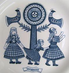 Dutch plates with drawings off folk clothes Holandse tegel met kinderen in kelderdracht Folklore, Good Old Times, Retro Art, Sweet Memories, Jaba, Color Azul, Delft, My Favorite Color, Childhood Memories
