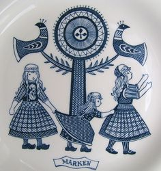 My grandparents has these plates- I can still remember My grandparents had these- I can still remember the smell of the pantry :-)