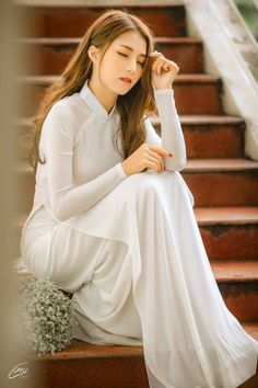 Vietnamese Traditional Dress, Traditional Dresses, Ao Dai, Asian Wedding Dress, Vietnam Girl, Cute Japanese Girl, Cute Girl Photo, Beautiful Asian Girls, White Girls
