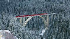 Rhaetian Railway train passing over Langwieser Viaduct, Switzerland (© Werner Dieterich/Corbis) - 2014-01-02