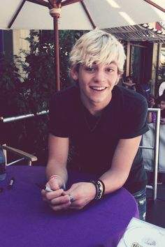 Imagine.... your talking to Ross for the first time. your a little nervous at first because he's a big time celebrity and your just normal, but you start getting over your nerves and Ross starts warming up to you. mid-conversation, you come up with the perfect joke. finding the right time, you tell him, and this is his face, pre-laugh, that moment when you feel absolutely perfect because you made perfection laugh. -R.R.R (run right to Ross)