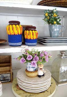 Cobertura para os seus potes herméticos de vidro em crochê Jar, Mugs, Children, Crochet, Tableware, Blog, Decor, Kitchen Playsets, Crochet Purses