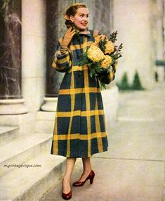 Fifties Fashion – Bue Fifties Fashion Coat by Lou Schneider Inc. Vintage Beauty, Vintage Glamour, Fifties Fashion, Retro Fashion, Club Fashion, Fashion Vintage, Fashion Fashion, Vintage Dresses, Vintage Outfits