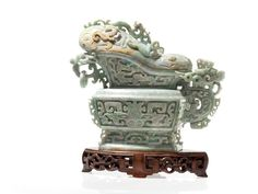 Lot: Large Jade Vessel in GUANG Form, 20th C., Lot Number: 0091, Starting Bid: €13,000, Auctioneer: Auctionata Paddle 8 AG, Auction: Asian art: Treasures of China & Japan, Date: December 29th, 2016 HST
