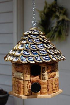 16 17 18 A BIRDHOUSE made from WINE CORKS and flattened BEER CAPS! Wine Cork and Beer Cap Bird House. House roof made of flattened Miller Lite Beer Caps. Beer Cap Crafts, Wine Cork Crafts, Wine Bottle Crafts, Crafts With Bottle Caps, Crafts With Corks, Wine Bottle Corks, Bottle Candles, Wine Cork Projects, Bottle Cap Projects