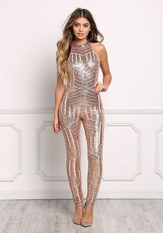 Rose Gold Open Back Sequin New Years Eve Outfit Ideas Perfect For That New Years Party -These New Years Eve outfit ideas will have you feeling super chic and beautiful. Look glam in these gold, glittery, and sequin fashion staples! Rose Gold Jumpsuit, Rose Gold Sequin Dress, Sequin Jumpsuit, Jumpsuit Outfit, Rose Gold Dresses, Sparkly Jumpsuit, Junior Outfits, Sexy Outfits, Sexy Dresses