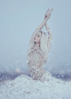 New Photography Ideas Winter Girl Snow Queen Ideas Snow Queen, Ice Queen, Art And Illustration, Fantasy Photography, Portrait Photography, Photography Classes, Photography Ideas, Shooting Pose, Art Magique