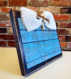 Rustic Distressed Shabby Chic Wood Picture Frame with Burlap Picture Frame Crafts, Wood Picture Frames, Wooden Frames, Frame Wall Decor, Diy Frame, Diy Signs, Wood Signs, Pallet Art, Pallet Boards