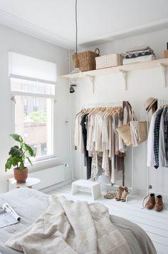 我們看到了。我們是生活@家。: 荷蘭室內設計記者&風格師Holly Marder的房間,選擇了白灰色為寧靜打底