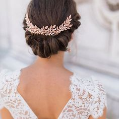 Hair inspiration!  This rolled upstyle would be pretty gorgeous on its own, but the headpiece makes it so much more regal and elegant, don't you think?  #regram @rockmywedding // Photo by @amyfanton // Hairpiece by @kellyspencewed // Hair by @intheskywith