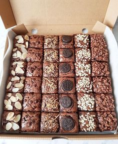 Brownie Packaging, Baking Packaging, Dessert Packaging, Brownie Toppings, Brownie Recipes, Cake Recipes, Dessert Recipes, Mini Desserts, Baking Business