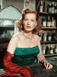 A dramatic, beautiful colour photo of Maureen O'Hara. #vintage #1940s #actresses