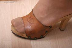 Nylon of the World Pantyhose Heels, Nylons, Dr Scholls Sandals, Wooden Sandals, Stockings Legs, Sexy Heels, Bible Scriptures, Art Ideas, Tights