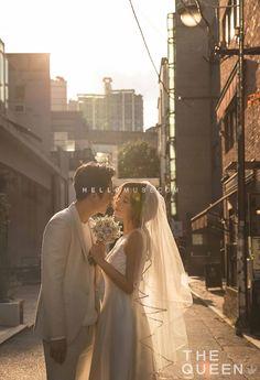 Wedding pictures ideas or poses Pre Wedding Poses, Pre Wedding Photoshoot, Wedding Shoot, Wedding Couples, Korean Wedding Photography, Couple Photography Poses, Outdoor Photography, Couple Avatar, Photo Couple
