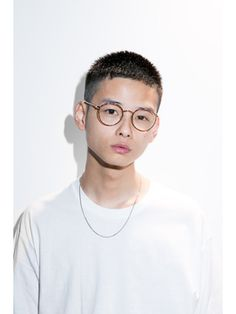 The bowl haircut is making a giant comeback. Asian Men Short Hairstyle, Asian Short Hair, Girls Short Haircuts, My Hairstyle, Asian Hair, Haircuts For Men, Short Hair Cuts, Short Hair Styles, Bowl Haircuts