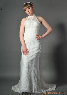 Robe en Satin et en dentellle avec col ras du cou ornée de Broderies fantastiques  Robe de mariée sirène