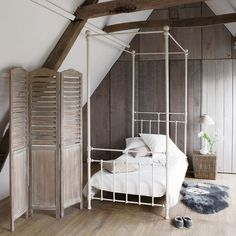 Discover Maisons du Monde's [product_name]. Browse a varied range of stylish, affordable furniture to add a unique touch to your home. Table Ronde Design, Movable Walls, Four Poster Bed, Room Screen, Childrens Beds, Affordable Furniture, Attic Spaces, New Room, Modern Bedroom