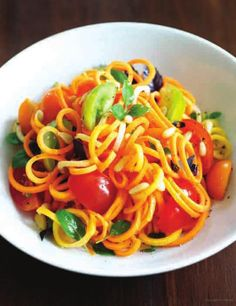 Carrot Ribbons with Sweet Tomato Sauce Spiral Pasta, Healthy Foods, Healthy Recipes, Ladies Who Lunch, Spiralizer Recipes, Mandolin, Tomato Sauce, Food For Thought, Veggie Recipes
