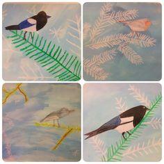 Vogel in de winter--- met groene en witte wasco de takken tekenen. Met blauwe, paarse, groene verdunde ecoline erover schilderen. Een vogeltje natekenen van een foto, uitknippen en erop plakken. AK