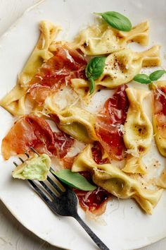 Sweet Pea Caramelle With Crispy Prosciutto