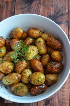CAIETUL CU RETETE: Cartofi noi la ceaun cu marar si usturoi Romanian Food, Cooking Recipes, Healthy Recipes, Chicken Salad Recipes, 30 Minute Meals, Lunches And Dinners, Meal Planning, Side Dishes, Food And Drink