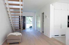 Hallen är första intrycket! Få inspiration och tips på inredning av din hall på VarbergsHus.