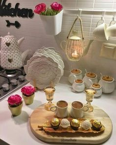 HUZUR SOKAĞI (Yaşamaya Değer Hobiler) Turkish Breakfast, Turkish Coffee, Coffee Corner, Coffee Time, Mooncake, Cute Food, Yummy Food, Cooking Time, Cooking Recipes