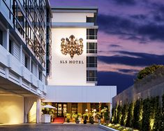 SLS Hotel Beverly Hills - Hands down - one of the best hotels I've stayed at. Hotels And Resorts, Best Hotels, Amazing Hotels, Luxury Hotels, Luxury Collection Hotels, Hotel California, California Travel, Los Angeles Restaurants, Romantic Getaway