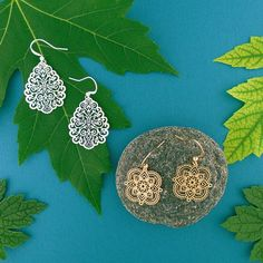 LAVISHY designs & wholesale original & beautiful applique bags, wallets, pouches & accessories for gift shop/boutique buyers in USA, Canada & worldwide. Filigree Earrings, Makeup Pouch, Boutique Shop, Gift Store, Crochet Earrings, Plating, Fashion Accessories, Clothing Boutiques, Peta