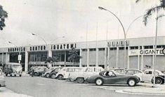 Shopping Iguatemi : Jaguar XK120 Coupé 1950 ... Estacionamento do Shopping Center Iguatemi em 1967. Além dos populares Fusca, Kombi, DKW e Aero Willys, destaca-se o perfil de uma obra de arte da indústria automotiva: um Jaguar XK 120 (ou 140?) Fixed Read Coupé 1948/1954. Foto de Paulo Levi.