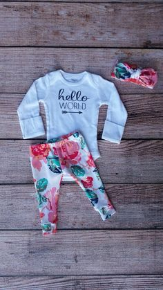 Hello world outfit / floral outfit / baby girl by Lolassprout