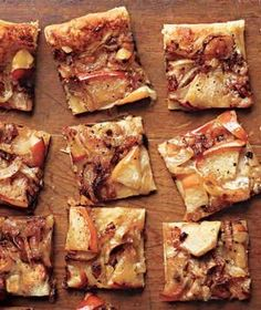 Caramelized Onion Tarts with Apples Recipe -- frozen puff pastry dough is spread with tangy crème fraîche and topped with a sweet and savory mix of onions and apples. Tapas, Carmelized Onion Tart, Quiches, Catering, Frozen Puff Pastry, Think Food, Food Porn, Foodblogger, Light Recipes