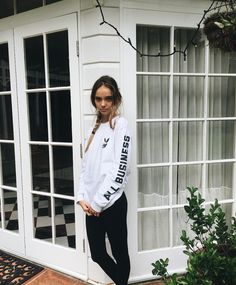 at sis's for weekend. sis has people over. watch movie and eat while they smoke. Urban Fashion, Girl Fashion, Inka Williams, Keep It Classy, Sweater Weather, Photoshoot, My Style, Coat, Sexy