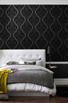 Baroque elements adorn this elegant wallpaper in black, and the velvety surface made of flock fibres exudes a feeling of warmth and comfort. Treat yourself to a bit of luxury in your home! #interiorideas#wallcovering #wallcovering#homeinspiration