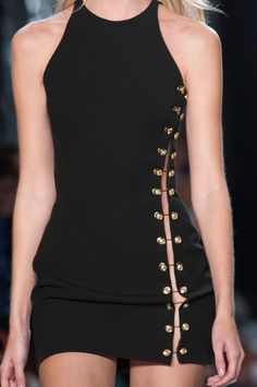 Versus Versace at New York Fashion Week Spring 2015 Look Fashion, Fashion Details, 90s Fashion, Runway Fashion, Trendy Fashion, High Fashion, Fashion Dresses, Fashion Design, Versace Fashion