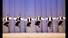 "Dança grega que ficou famosa no filme, ""Zorba, o grego"". Dance Videos, Music Videos, Greek Dancing, Blog Backgrounds, Dance Art, Dance Ballet, Nouvel An, My Favorite Music, Classical Music"
