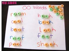 Practice building words with the OO sound with cereal - fun vowel teams phonics activity (may art activities for kids) Homeschool Kindergarten, Kindergarten Reading, Preschool Learning, Kindergarten Activities, Fun Learning, Preschool Activities, Homeschooling, Word Family Activities, Learning Spanish